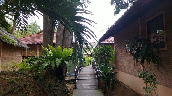 East Sea Resort Hotel: переход к строениям №3