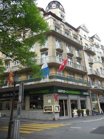 Hotel De la Paix: ホテルの外観