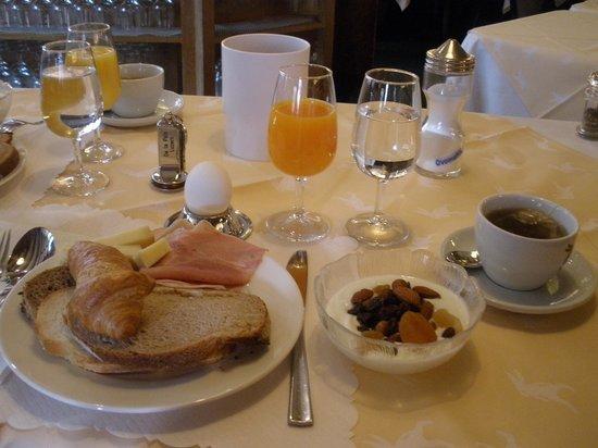 Hotel De la Paix: ホテルの朝食