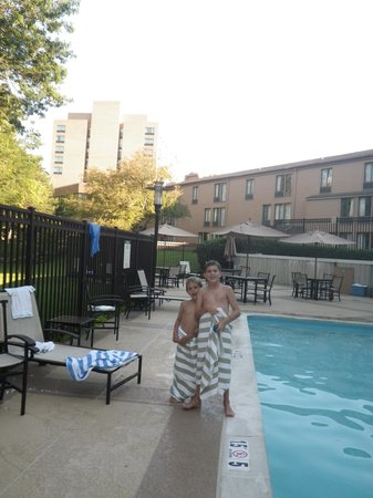 Sheraton Columbia Town Center Hotel : Lodge with Tower in Background