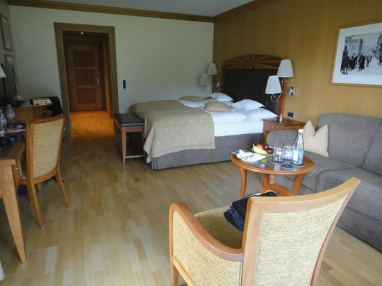 Grand Hotel Kronenhof: corner deluxe room 154 with patio, new wing