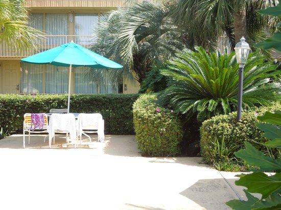 La Quinta Inn New Orleans Slidell: Corner of pool area.