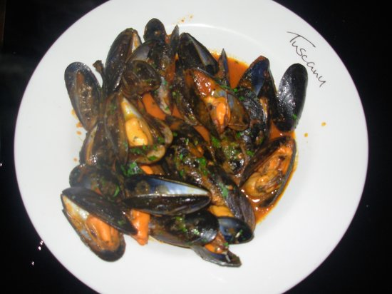 Tuscany Ristorante Pizzeria: Tuscany: Unparallel mussels