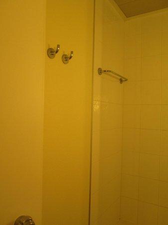 Ibis Milano Centro: old room shower+toilet