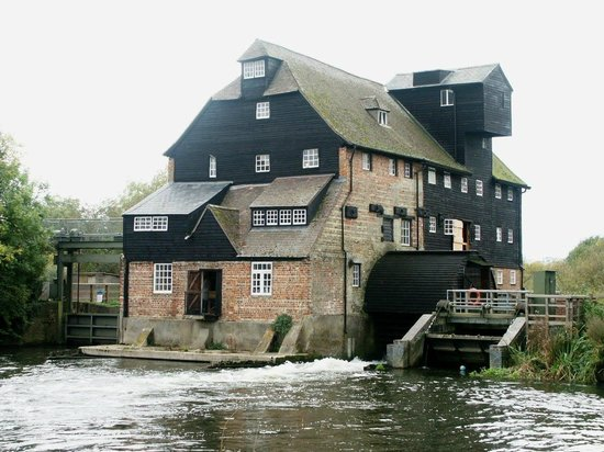 Houghton Mill (National Trust): Houghton Mill from the pond.