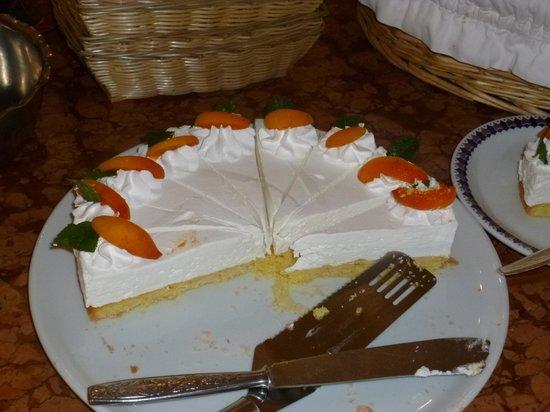 Hotel Excelsior : Une douceur élaborée par Cristina (ou CRIS car il y a 2 Cristina) Un gâteau Bavarois au yoghourt