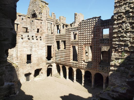 ‪Crichton Castle‬