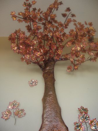 AmericInn Lodge & Suites Calumet: Copper tree, locally made