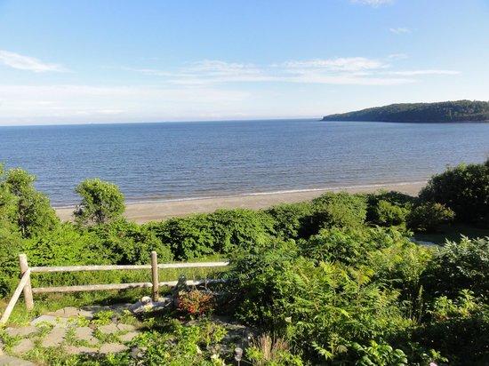 Weir Inn: View to the beach