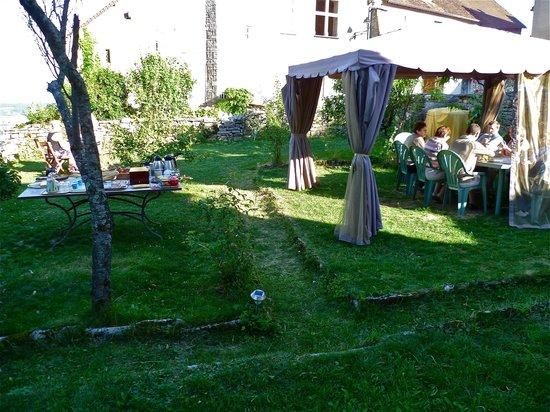 Le Relais des Abbesses : Petit-déjeuner sur la terrasse