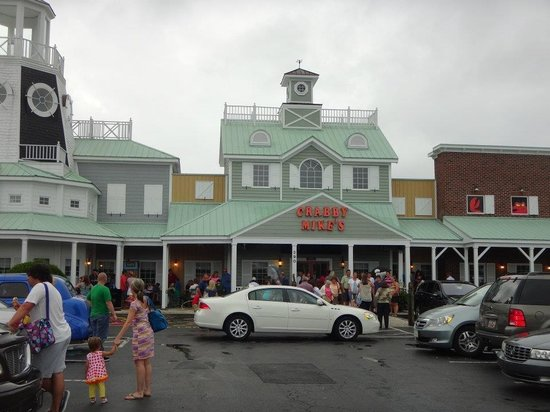 Crabby Mike's Calabash Seafood : Large crowds don't lie...