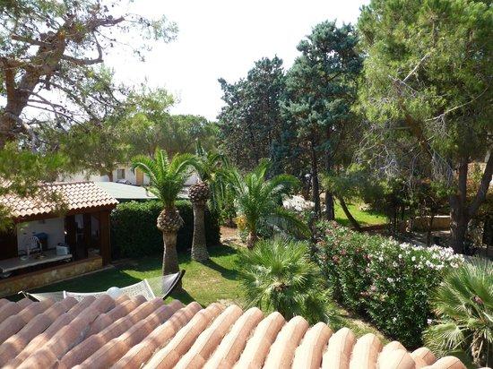 B&B terrazza sul plemmirio: vue de notre petite terrasse côté jardin