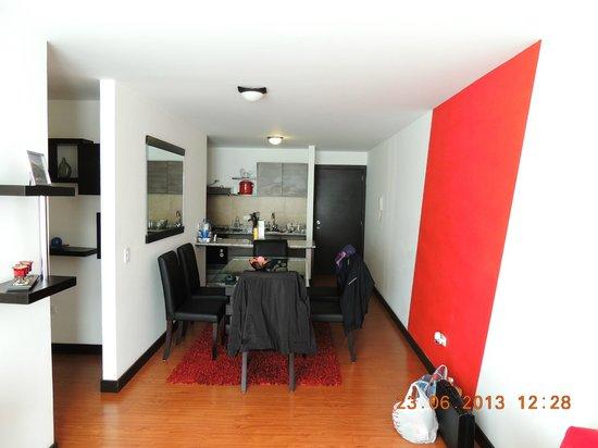 BlueZone Apartments: Comedor Cocina