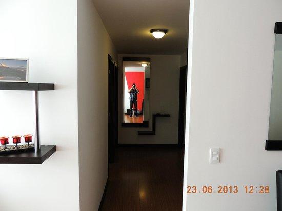 BlueZone Apartments: Pasillo