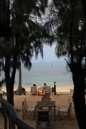 By Beach Resort: Вид с террасы нашего бунгало