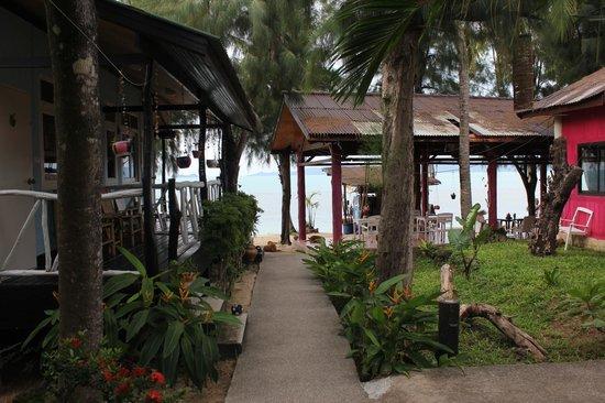 By Beach Resort: Море совсем рядом