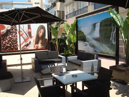 Universal Lounge Bar: view of a part of our 240 m2 terrase