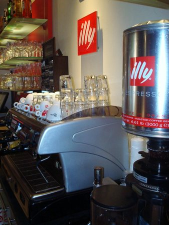 Universal Lounge Bar: To enjoy from the best Illy coffee