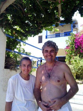 Creta Sun Hotel Studios : Dioynisis and Irene ... he had been cleaning the pool!!