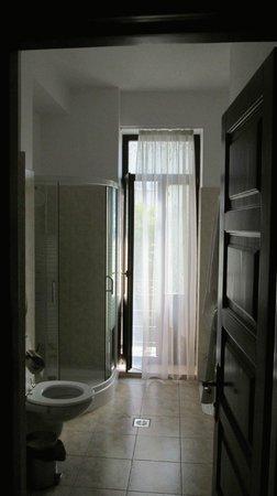 Hotel Carol: Il bagno