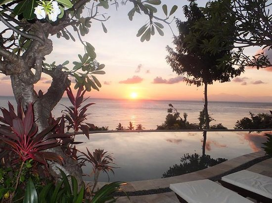 Bedulu Resort: The pool at sunrise