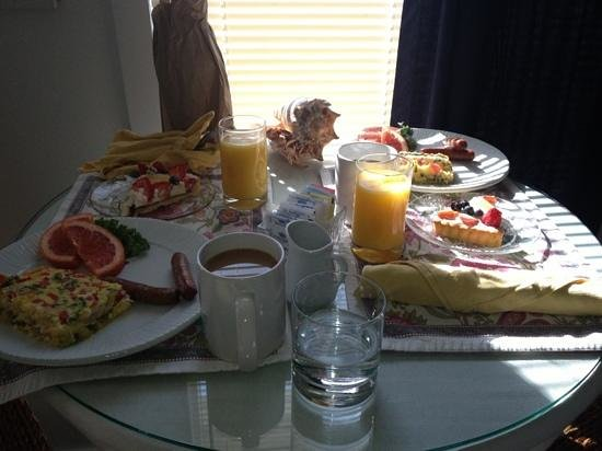 Harborlight Guest House Bed & Breakfast: very substantial and good breakfast