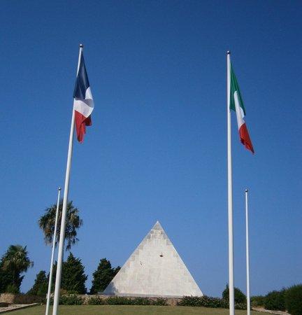 Saint-Mandrier-sur-Mer, Frankreich: Bandiere all'entrata