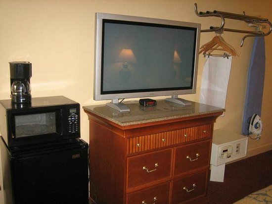 Super 8 Myrtle Beach/Market Common Area: Remote didn't work, but can't complain about TV size