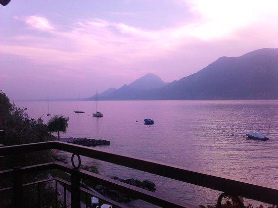 Hotel Nettuno: Evening over Lake Garda