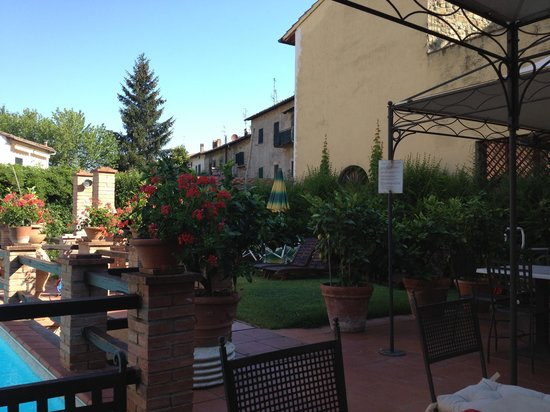 Albergo del Chianti: Pool and grounds