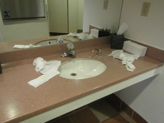 Omni Rancho Las Palmas Resort & Spa: pool bathroom