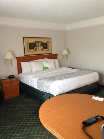 La Quinta Inn & Suites Birmingham Hoover: king bed on 3rd floor 320