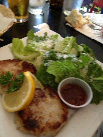Magnolia's Grill: Fishcakes w salad