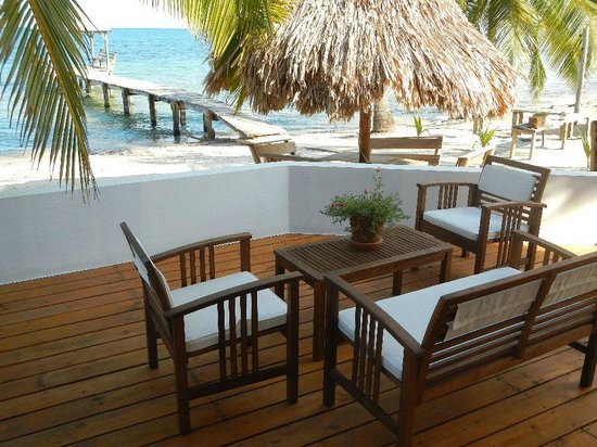 Nautical Inn: Lovely outdoor seating everywhere