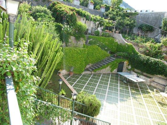 Hotel Le Sirene: giardino ingresso