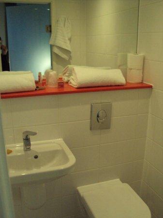 Point A Hotel, London Paddington: Bathroom