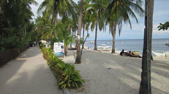 Cocobana Beach Resort: Strand vor dem Hotel