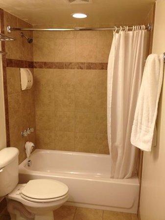 Oceans 2700 Hotel : nice tub