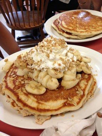 J&M Diner: Banana Pancakes