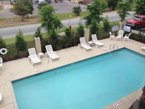 Comfort Suites: pool view