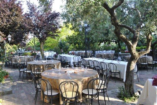 Matrimonio In Ristorante : Ricevimento di matrimonio in giardino picture of