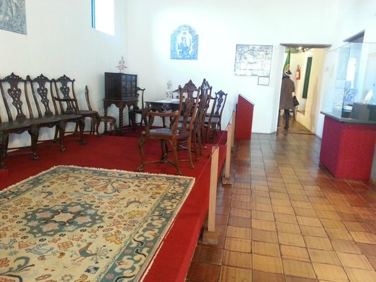 Museo Portugues de Colonia del Sacramento: mobiliario y edificio