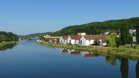 ibis Styles Regensburg : Das ibis von der Oberpfalzbrücke aus gesehen (1)