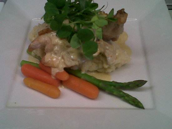 Zees Bistro : Yummy stuffed Chicken with a leek cream