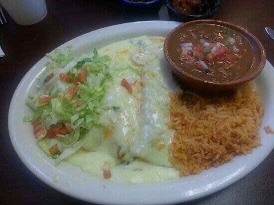 El Bracero Mexican Grill: Spinach & mushroom enchilada dinner with sour cream sauce. Yum!