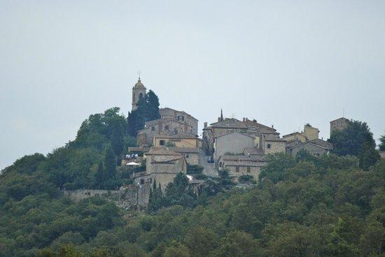 Montefollonico Centro Storico: Vista dall'Osteria delle Noci