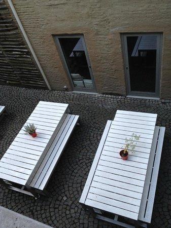 Hotel Matelote: Sicht vom Zimmer auf den Innenhof