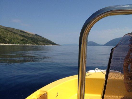 Kefalonia Bay Palace: Yellow Boat Hire Agia Efimia