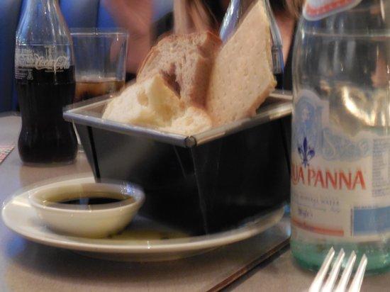 Carluccio's - London, Fenwick Bond St.: bread basket