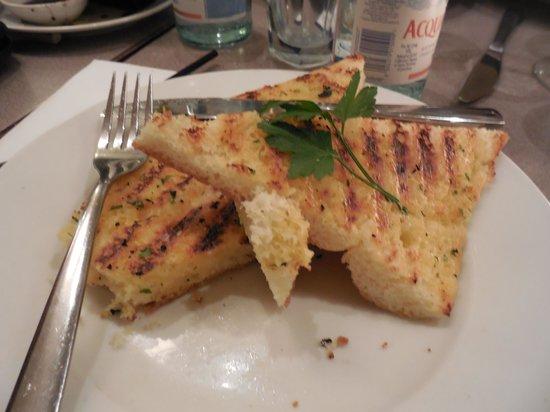 Carluccio's - London, Fenwick Bond St.: garlic foccacia bread
